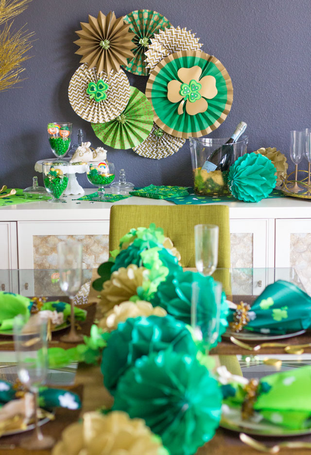 Such gorgeous St. Patrick's Day dinner party decor!