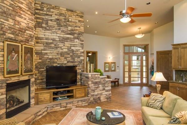 Dise os de sala con paredes de piedra colores en casa - Paredes de piedra interiores ...