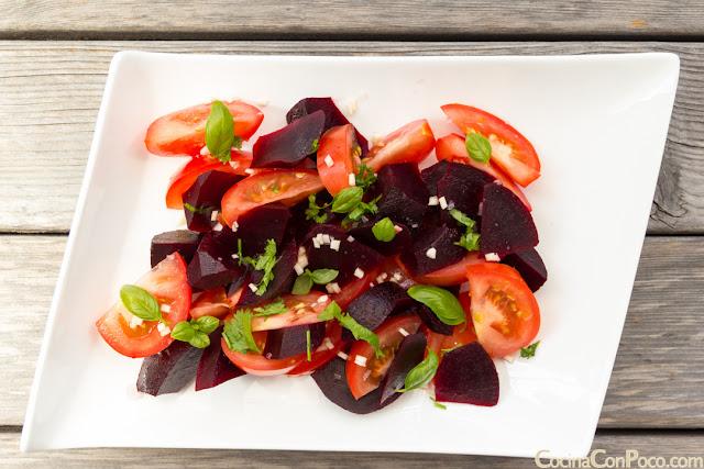 Ensalada de remolacha cocida y tomate - Receta facil
