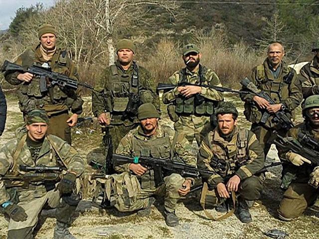 Mercenários russos em foto capturada pelo Estado Islâmico.
