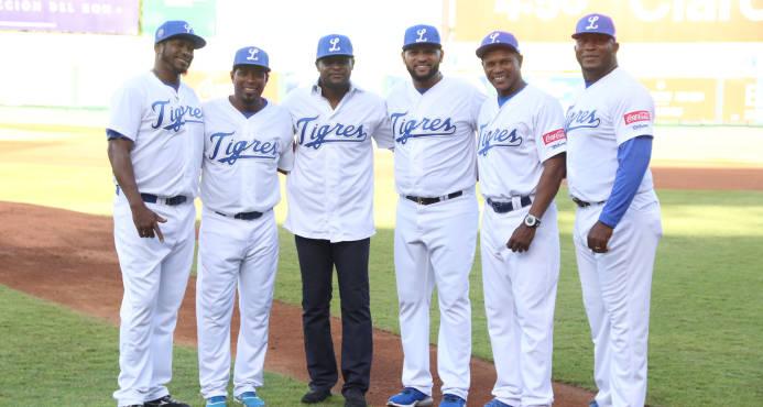 Los Tigres del Licey rindieron homenaje a Luis Castillo