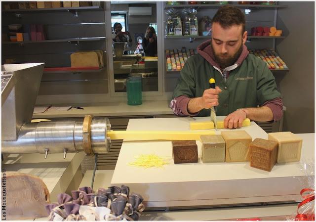 Atelier de fabrication de savon parfumé - Les Savons de Saint Victor, Marseille - Blog beauté Les Mousquetettes