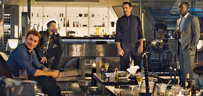 Captain America, Hawkeye, Tony Stark şi Rhodey în turnul Stark