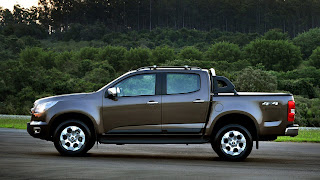 Car wallpapers Free Download: Design: Nova Chevrolet S10 vs Ford Ranger 2013