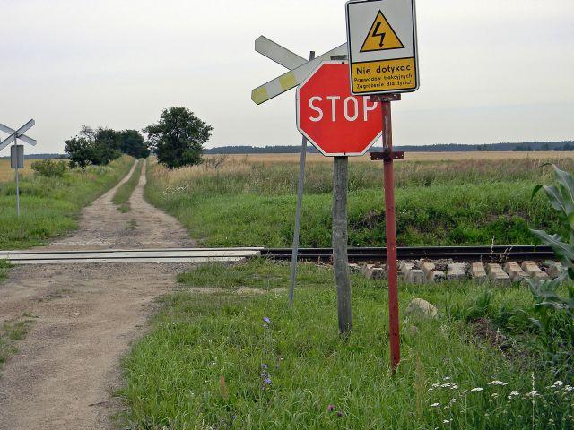 znaki drogowe, kolej, tory, droga