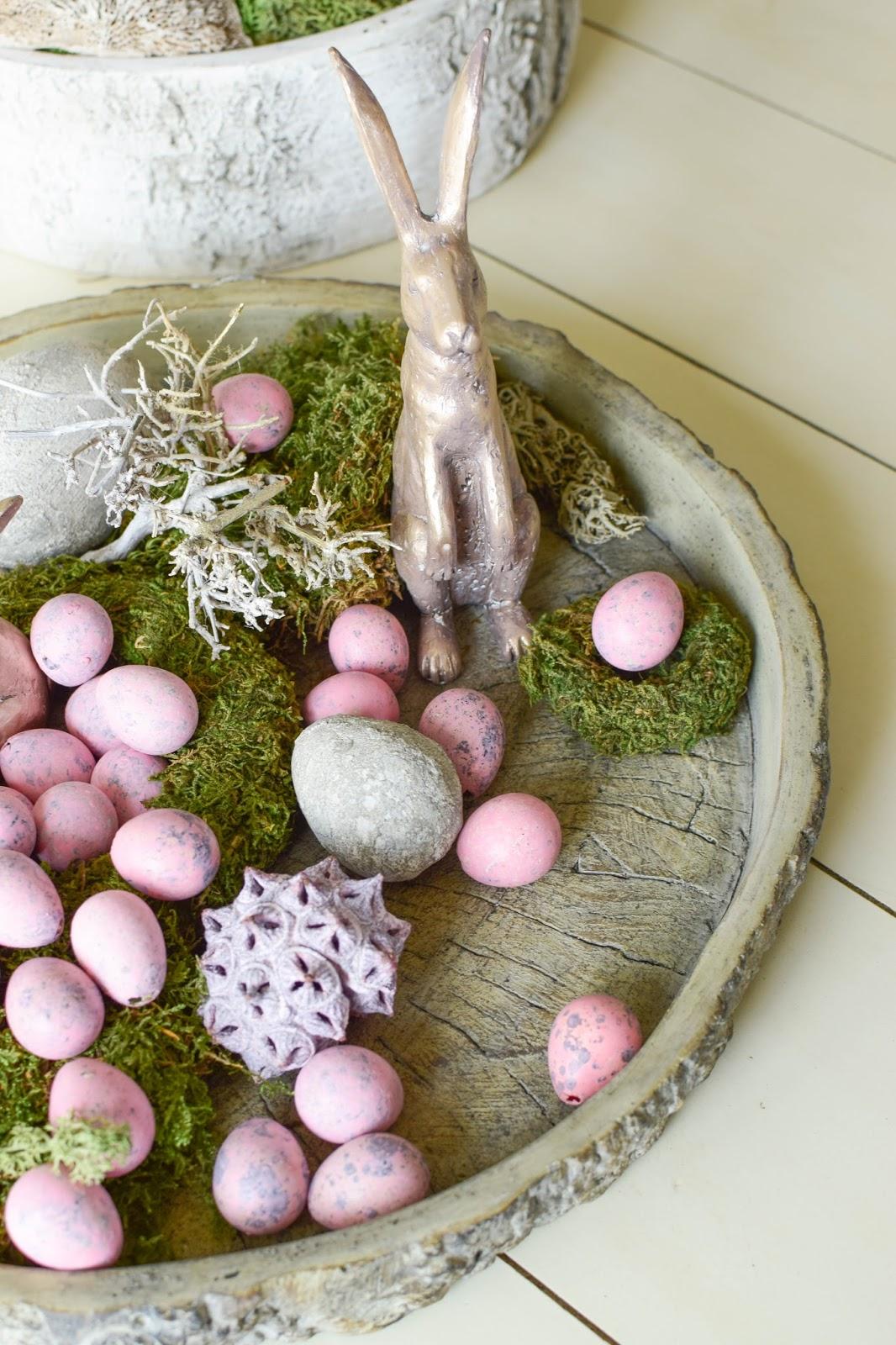 Dekoidee für Ostern: dekorieren mit Wachteleier Hasen Osterdeko mit Moos natürlich dekorieren