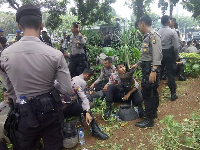Taman Kota Rusak Oleh Polisi