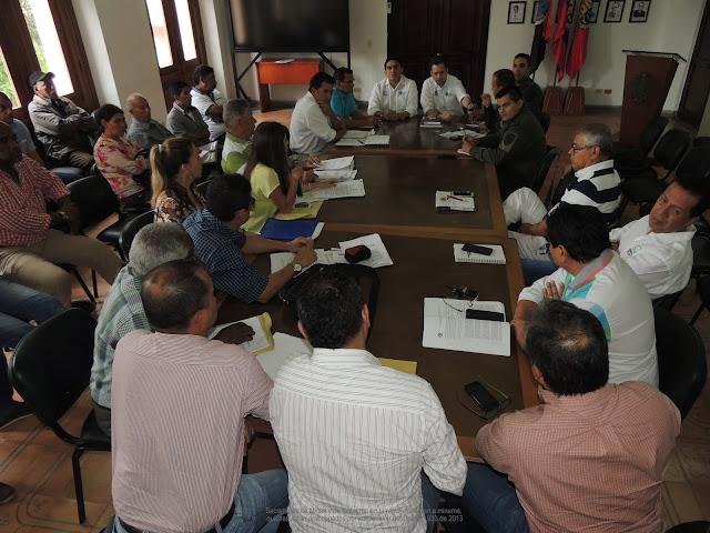 Secretarías de Minas y de Gobierno NdeS orientan a mineros en la aplicación del Decreto 933 de 2013 #RSY #OngCF