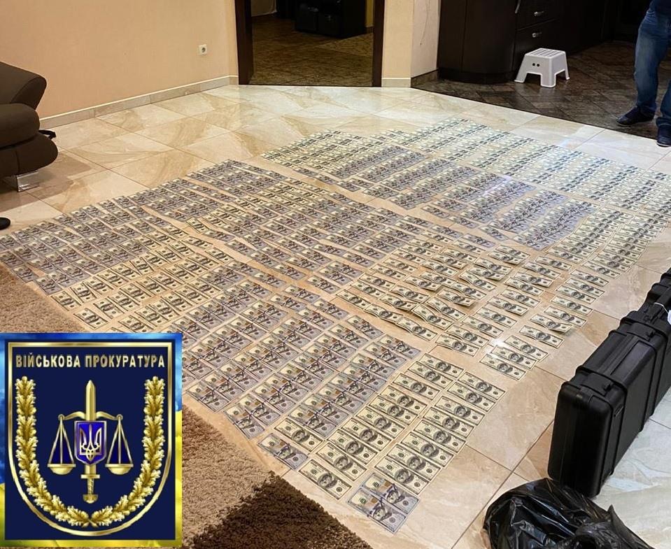 Підполковник і старлей викрали десятки тонн пального