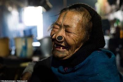 اپنی عورتوں کو خود بدصورت بنانے والا قبیلہ