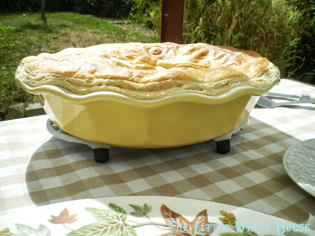 http://thelittlewhitehouseontheseaside.blogspot.fr/2013/09/chicken-pie-la-magali.html