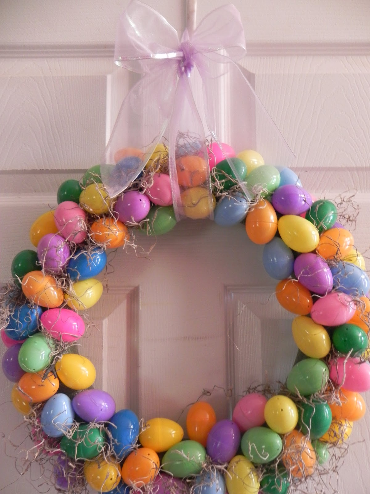 The Messy Roost: Plastic Easter Egg Wreath