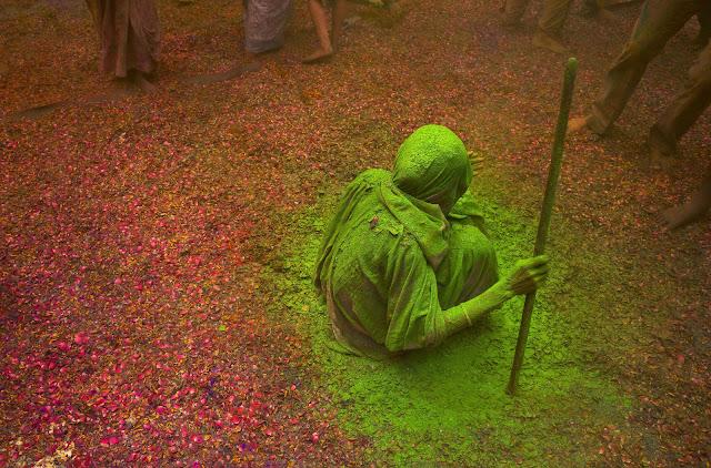 widows celebrating holi festival