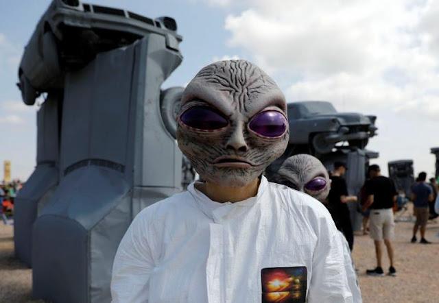 Προσπάθησαν εξωγήινοι να επικοινωνήσουν μαζί μας; Εντοπίστηκαν ραδιοσήματα από γαλαξία 3 δισ. έτη φωτός μακριά!