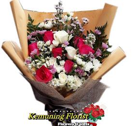 Handbouquet Bunga Segar Packing Premium<price> Rp175.000 </price> <code>SKU-B8</code><br>Kemuning Florist Malang