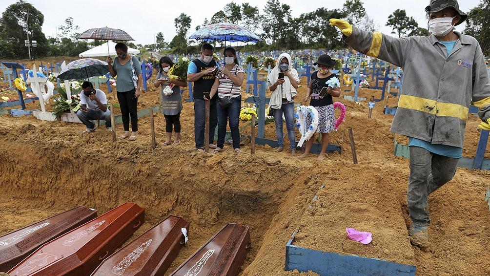 Brasil registra nuevo récord diario de muertes: 881 fallecidos en 24 horas