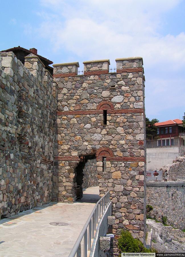 Башня южной крепостной стены Созополя   The tower of the south fortress wall of Sozopol