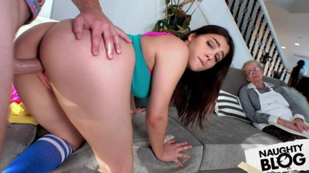 I Know That Girl – Valentina Nappi Shows Her Thick Ass