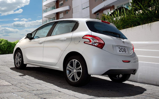 Peugeot 208 2018 Automático 6 marchas