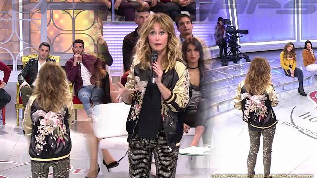 Emma García, culito con pantalones brillantes
