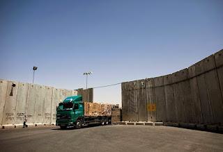 (هآرتس): الجيش الإسرائيلي أوصى حكومة نتنياهو بتخفيف القيود الاقتصادية على غزة التفاصيل من هناا