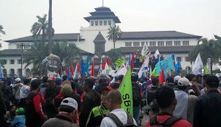 Upah Minimum Kota (UMK) Bandung Rp2,8 Juta Per 1 Januari 2017