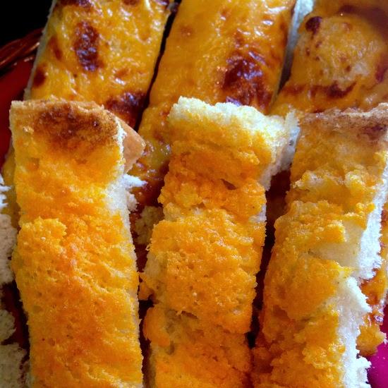 Sunday Supper recipes: Smokehouse Cheesy Garlic Bread #WeekdaySupper