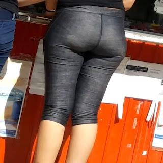 Chava nalgona marcando calzon pants