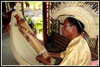 Sasando Alat Musik Tradisional Dari Rote Ndao, NTT