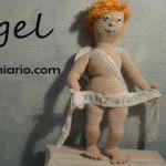 http://www.gumiario.com/2015/11/patron-gratis-de-angel-de-navidad.html