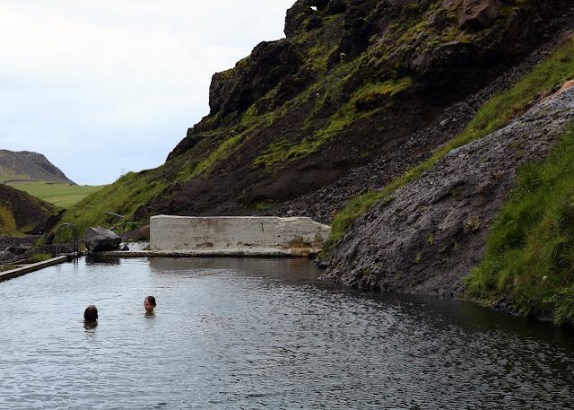 opuszczony basen Islandia