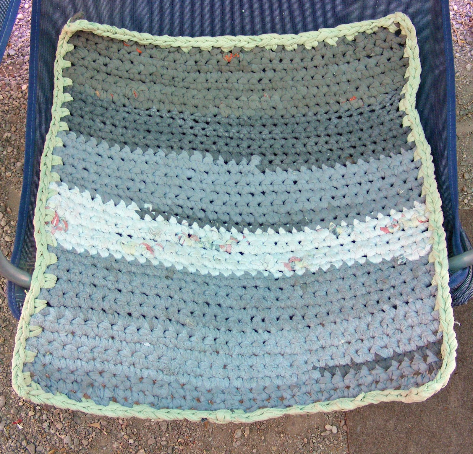 Town's End Craft Corner: Crocheted Recycled Tee Shirt Rug