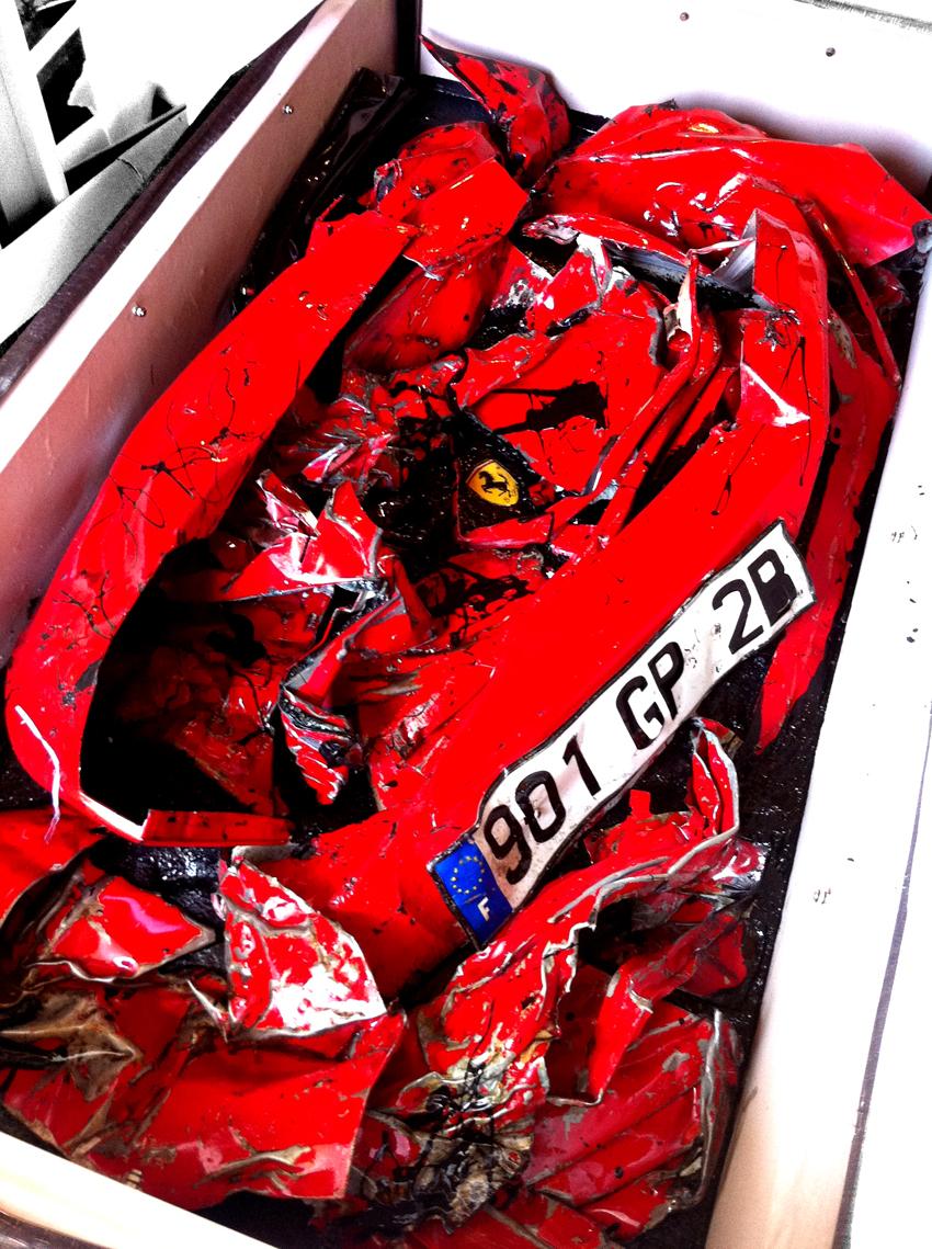 Perda total de uma Ferrari fez com que ela virasse uma mesa de centro de uma casa