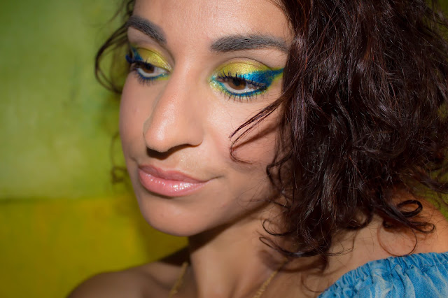 Monday Shadow Challenge : Chartreuse & Power Blue