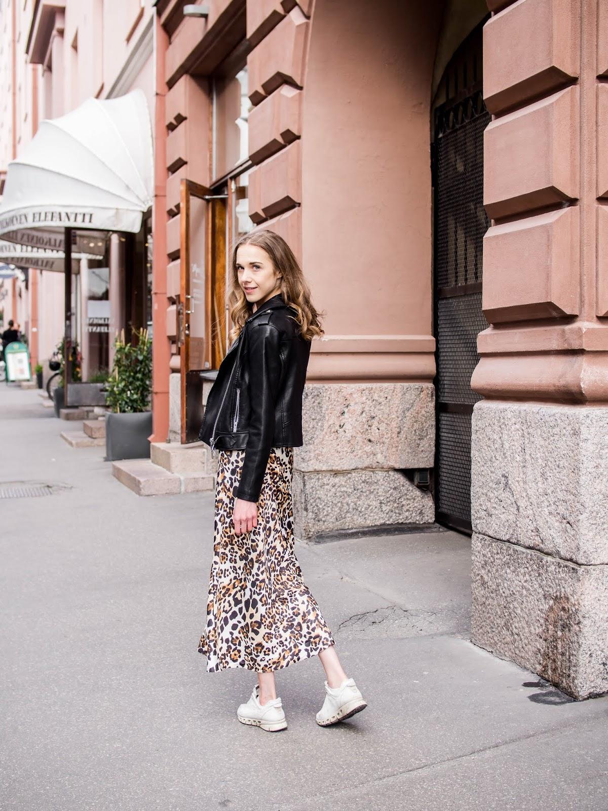 Leopard print midi skirt outfit // Asu leopardikuvioidun midihameen kanssa