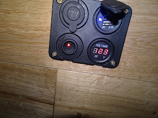 voltage meter with plugs