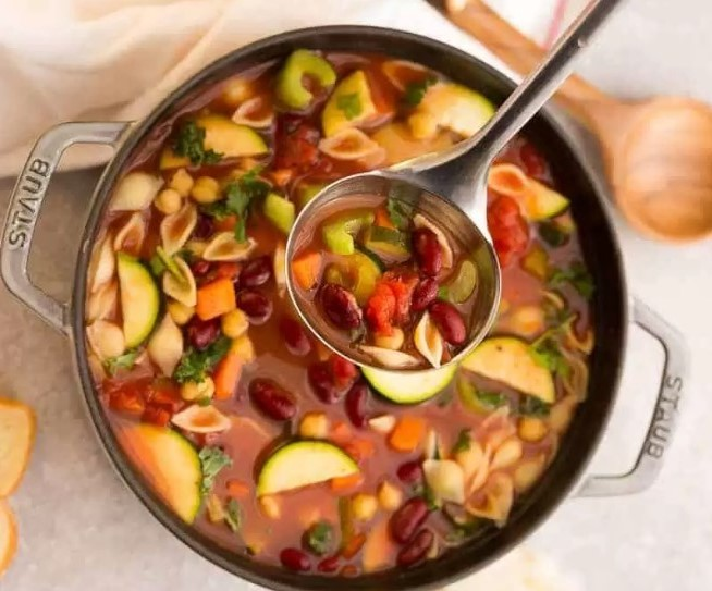 Easy Minestrone Soup #vegetarian #comfortfood