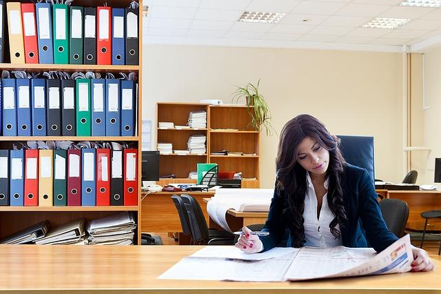 wanita karier : 7 Cara Mengatasi kekhawatiran Wanita Melepas Kariernya Demi Kebahagiaan Keluarga