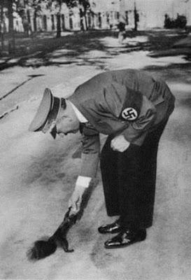 Hitler Penyayang Binatang