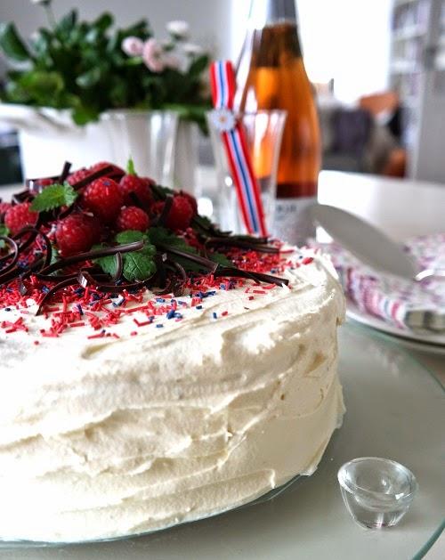 17. maikake, Bringeær og blåbærkake, Lizas matverden. Flerfarget kake