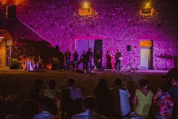 Rustykalne wesele w Dolinie Cedronu, Koncert na weselu, oprawa muzyczna wesela Kraków, ślub w spichlerzu, ślub na wsi, wesele plenerowe