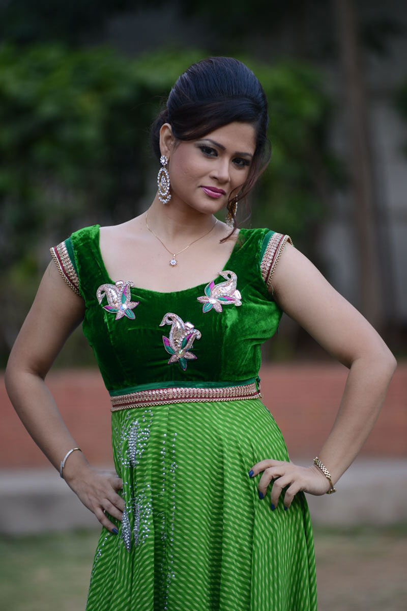 Telugu Tv Anchor Shilpa Chakravarthy Stills In Green Dress At Movie Audio Launch