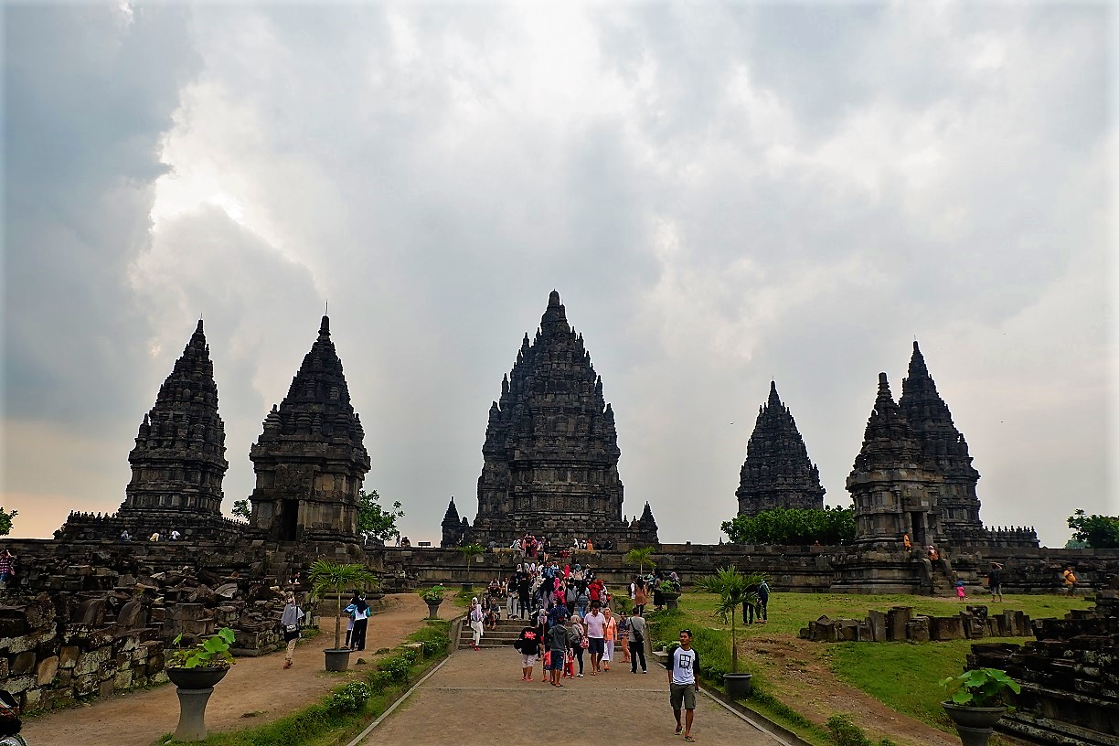 lots of people touring around Prambanan Temple