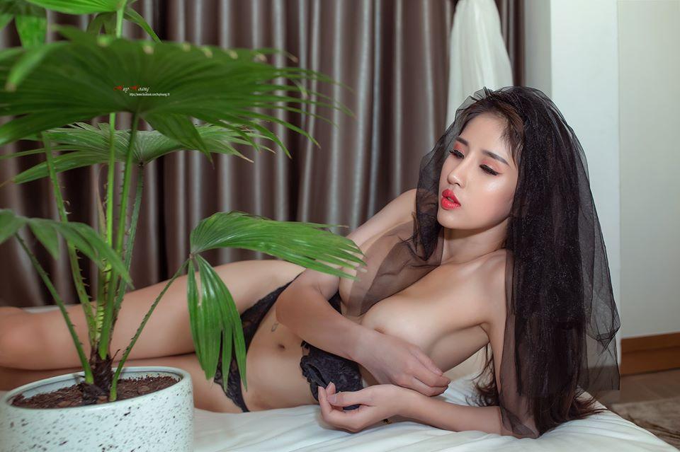 Mẫu Trà My nude