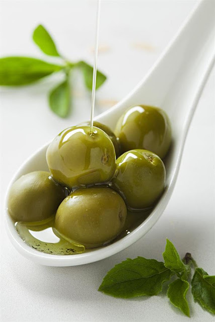 10-Ways-To-Incorporate-Olive-Oil-In-Your-Hair-Care-Routine