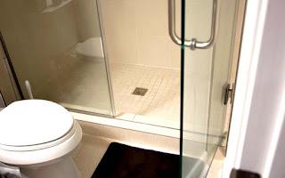 стеклянная дверь для туалета
