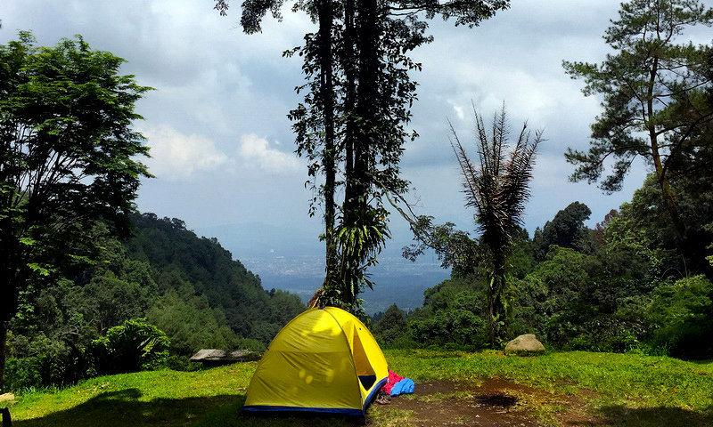 Ini Dia Tempat Camping Puncak yang Terjangkau dan Lengkap