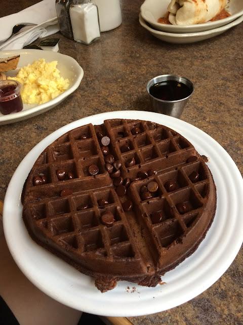 Frühstück im Goos Feathers Cafe - Waffel