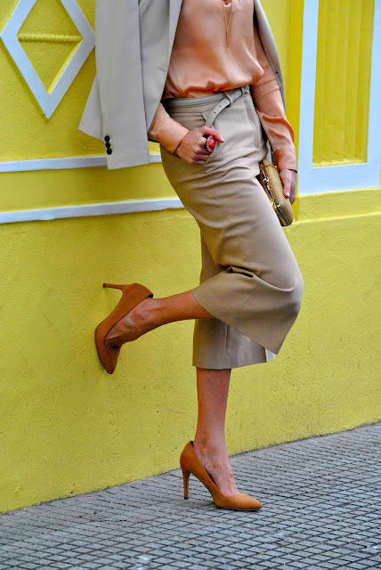 como llevar color naranja, como vestir, streetstyle, outfit, outfitoftheday, mislooks, asesora de imagen, zara, forever 21, look monocromatico, muto magazzino, fashionstylist, pantalon croppe, culottes pants, como llevar color nude