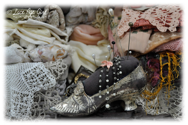 Shoe pincushion by Lace Age Girl